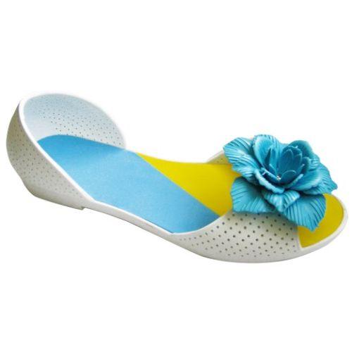 Белые балетки с голубым цветочком
