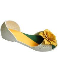 Белые балетки с желтым цветочком