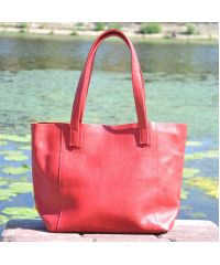 Женская кожаная сумка со строчками красная