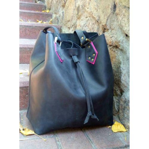 Женская кожаная сумка-мешок 883276 черная с розовым