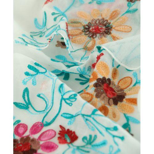 Шаль TRAUM 2494-56 белая с вышитыми цветами
