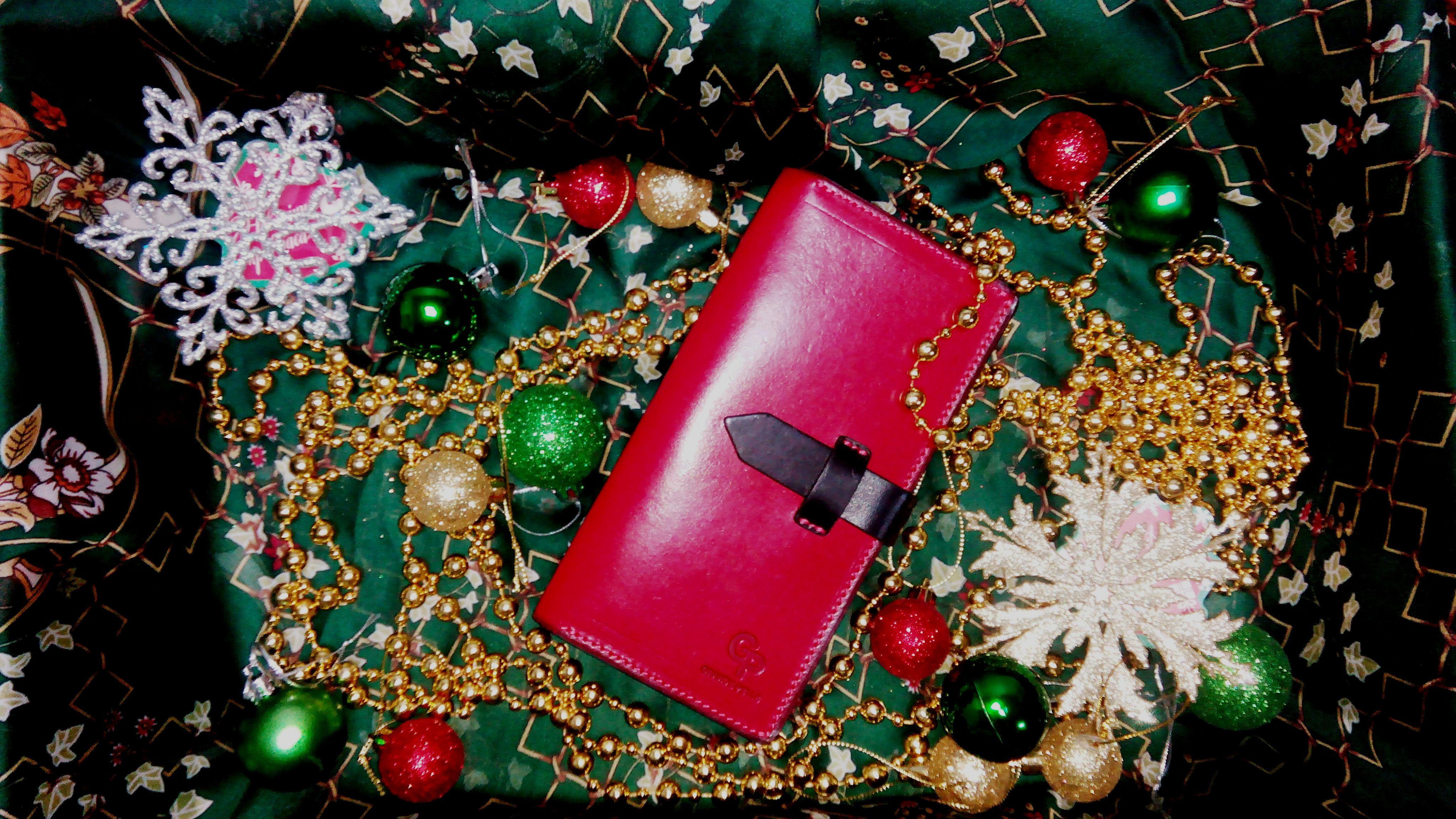 подарить модный кожаный кошелек на новый год